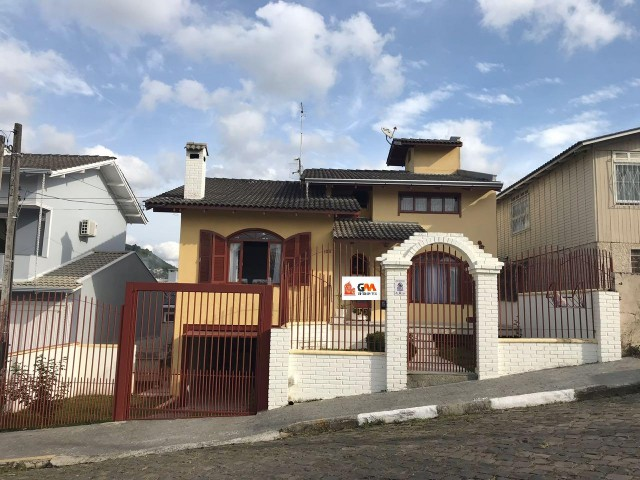 Casa com 2 pavimentos; 3 dormitórios (1suíte), Ref. 2572