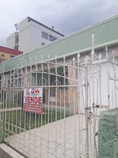 Casa de Alvenaria ampla com 05 dormitórios sendo 01 suíte