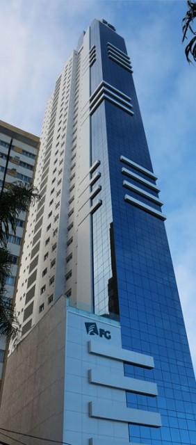 Apartamento com 04 Suítes, 03 Vagas de Garagem, Sky Tower