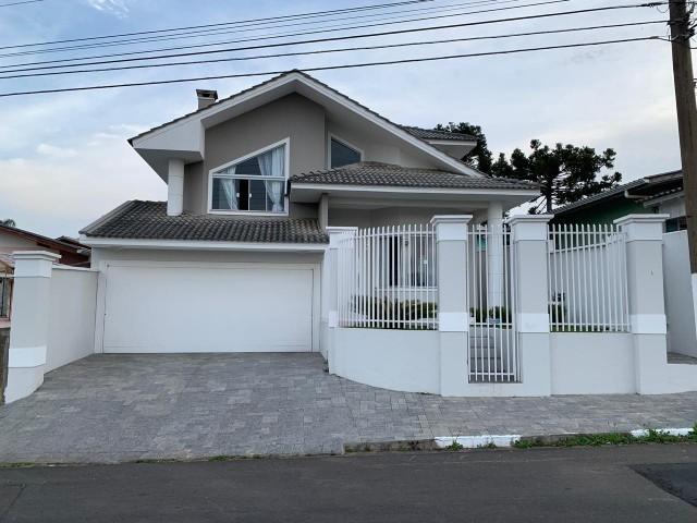 Casa com 1 Suíte + 02 Dormitórios, 02 Vagas de Garagem