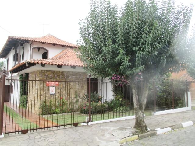 Casa 04 Dormitórios (1 Suíte)